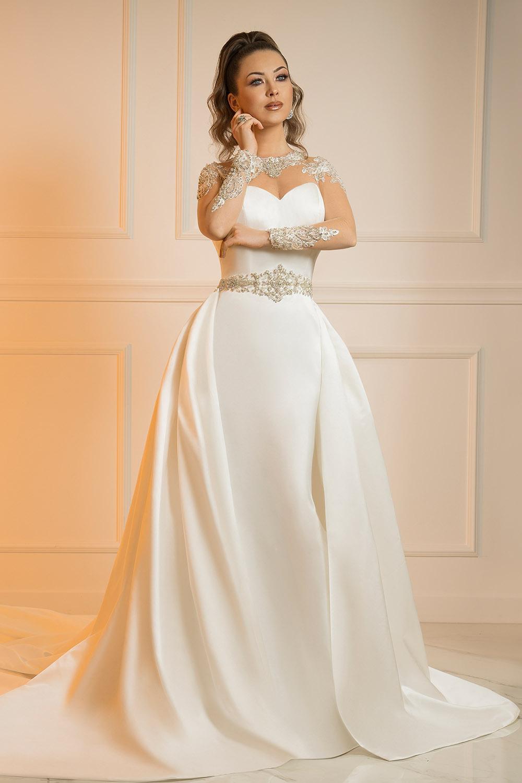 Robe de mariée en satin avec surjupe
